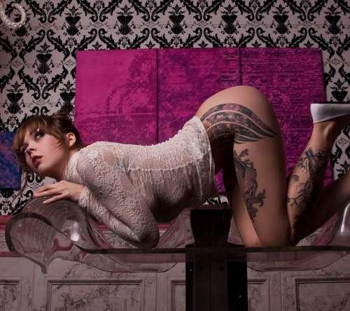 фото девушек в тотуеровках эротических