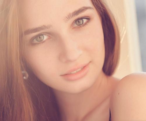 фото девушек с милой улыбкой